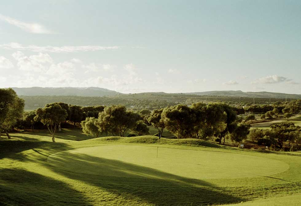 https://golftravelpeople.com/wp-content/uploads/2019/04/Montenmedio-Golf-Club-12.jpg