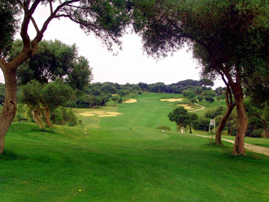 https://golftravelpeople.com/wp-content/uploads/2019/04/Montenmedio-Golf-Club-4.jpg