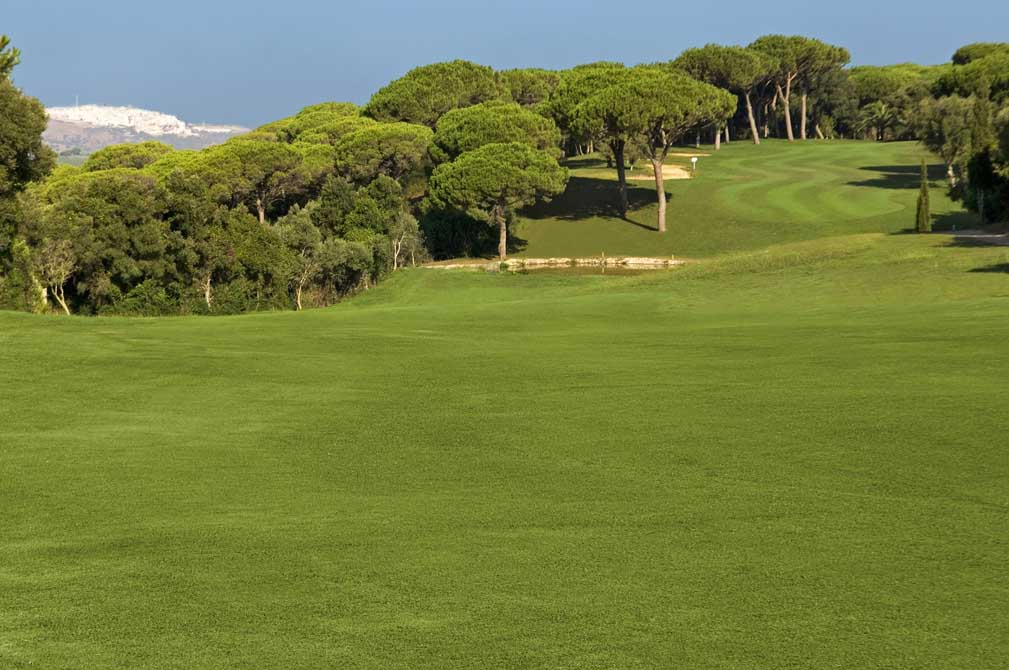 https://golftravelpeople.com/wp-content/uploads/2019/04/Montenmedio-Golf-Club-8.jpg