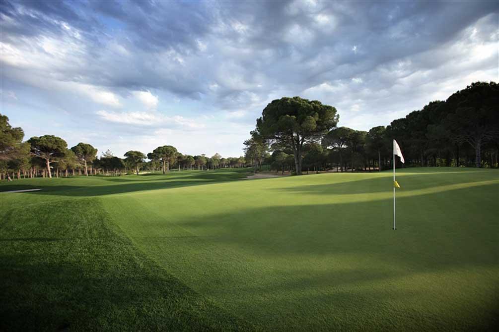 https://golftravelpeople.com/wp-content/uploads/2019/04/Montgomerie-Maxx-Royal-14.jpg