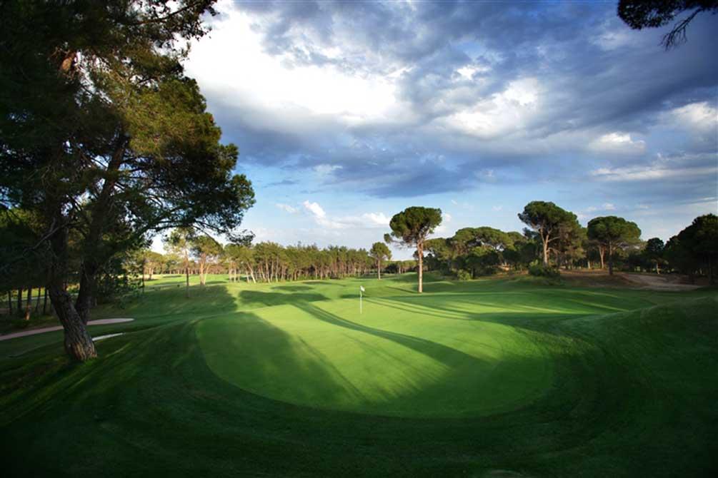 https://golftravelpeople.com/wp-content/uploads/2019/04/Montgomerie-Maxx-Royal-8.jpg