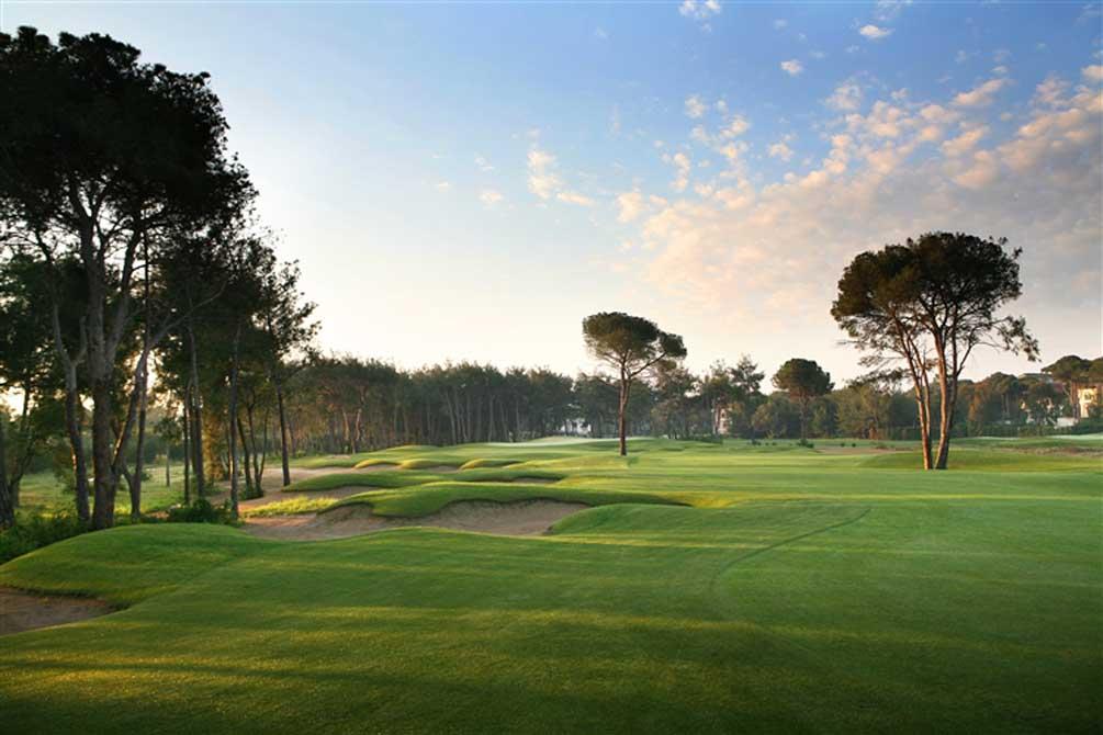 https://golftravelpeople.com/wp-content/uploads/2019/04/Montgomerie-Maxx-Royal-9.jpg