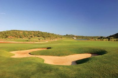 https://golftravelpeople.com/wp-content/uploads/2019/04/Morgado-Golf-Club-7-400x266.jpg