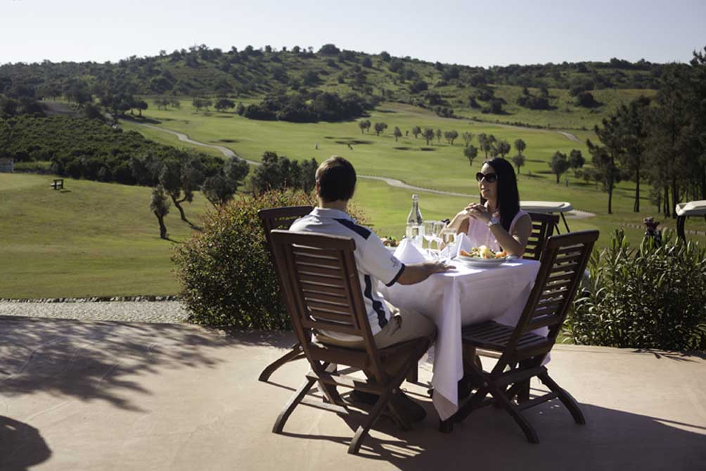 https://golftravelpeople.com/wp-content/uploads/2019/04/NAU-Morgado-Golf-Hotel-7.jpg
