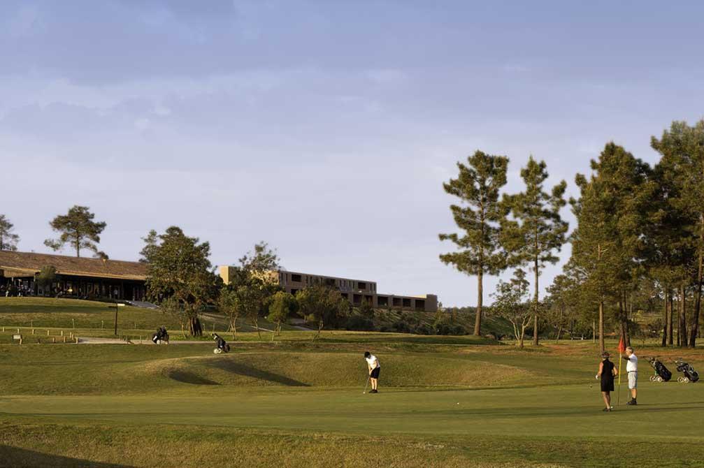 https://golftravelpeople.com/wp-content/uploads/2019/04/NAU-Morgado-Golf-Hotel-9.jpg
