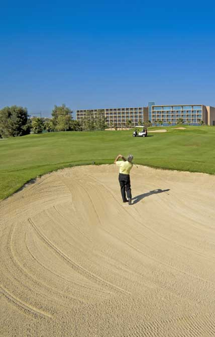https://golftravelpeople.com/wp-content/uploads/2019/04/NAU-Salgados-Grande-Hotel-10.jpg