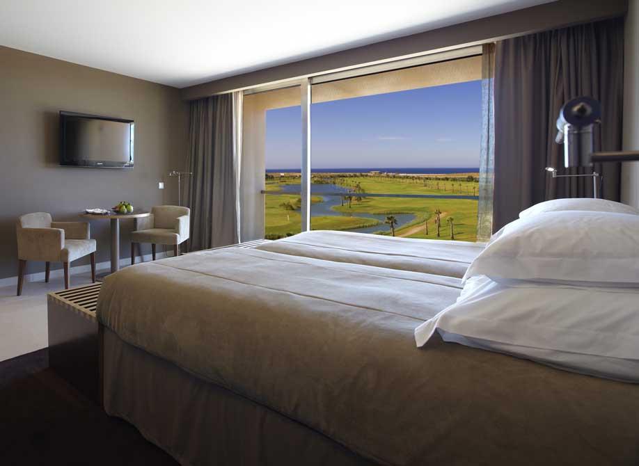 https://golftravelpeople.com/wp-content/uploads/2019/04/NAU-Salgados-Grande-Hotel-12.jpg