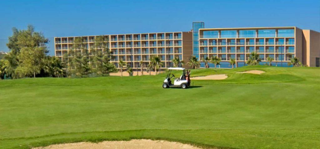 https://golftravelpeople.com/wp-content/uploads/2019/04/NAU-Salgados-Grande-Hotel-16-1024x476.jpg