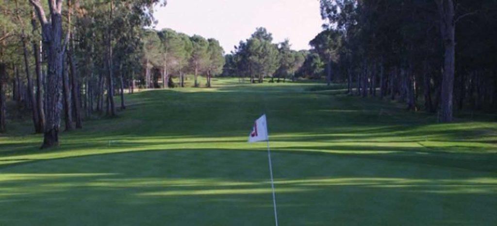 https://golftravelpeople.com/wp-content/uploads/2019/04/National-Golf-Course-3-1024x465.jpg