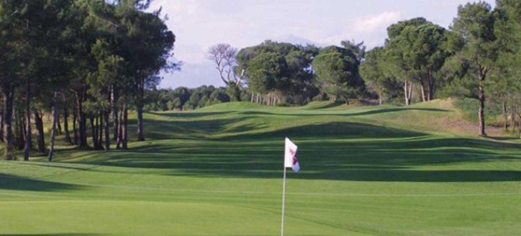 https://golftravelpeople.com/wp-content/uploads/2019/04/National-Golf-Course-5-1024x465.jpg