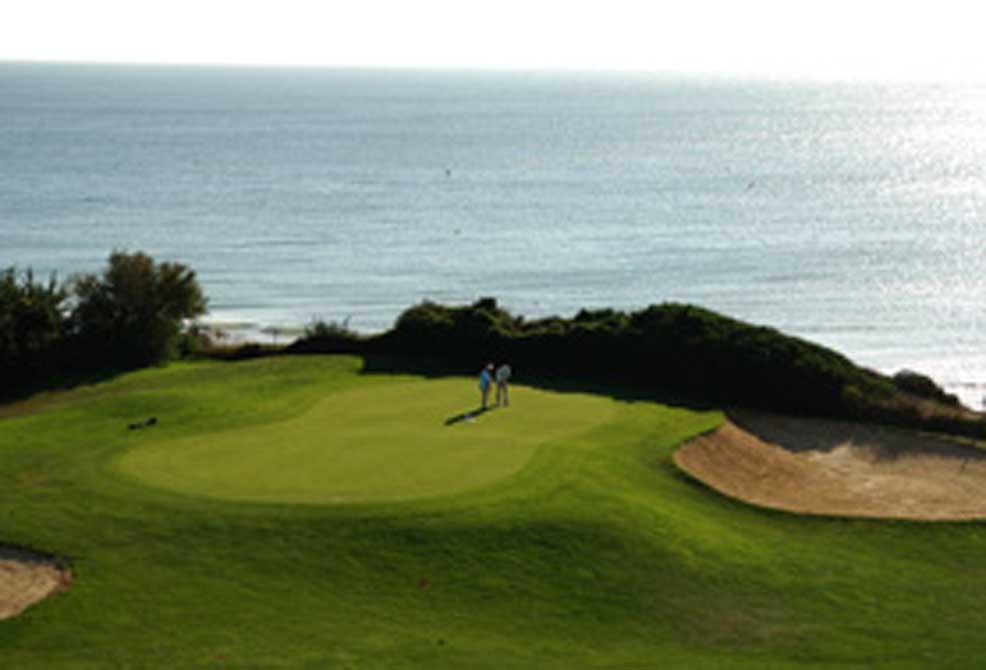 https://golftravelpeople.com/wp-content/uploads/2019/04/Novo-Sancti-Petri-Golf-Club-18.jpg