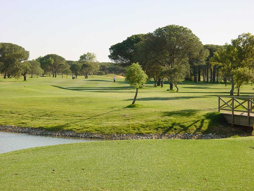 https://golftravelpeople.com/wp-content/uploads/2019/04/Novo-Sancti-Petri-Golf-Club-5.jpg