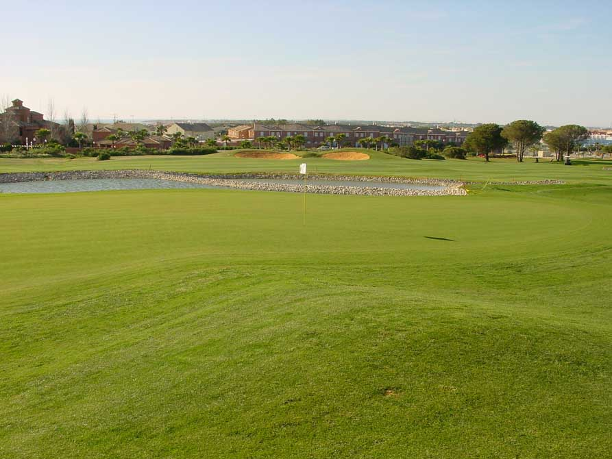 https://golftravelpeople.com/wp-content/uploads/2019/04/Novo-Sancti-Petri-Golf-Club-6.jpg
