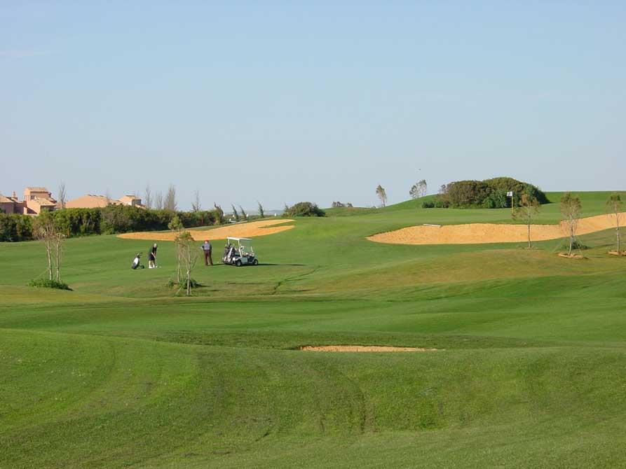 https://golftravelpeople.com/wp-content/uploads/2019/04/Novo-Sancti-Petri-Golf-Club-8.jpg