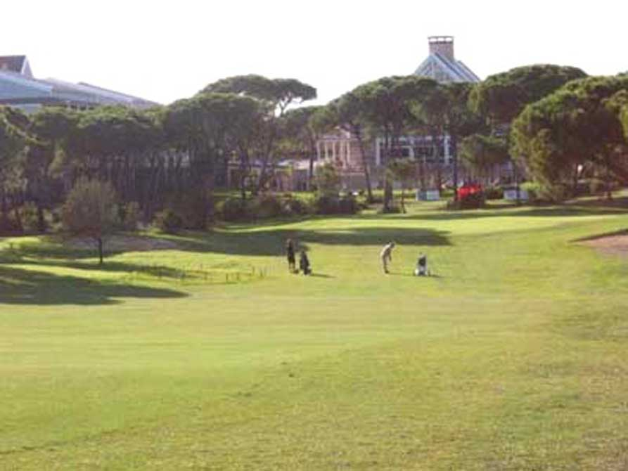 https://golftravelpeople.com/wp-content/uploads/2019/04/Nuevo-Portil-Golf-Club-1.jpg