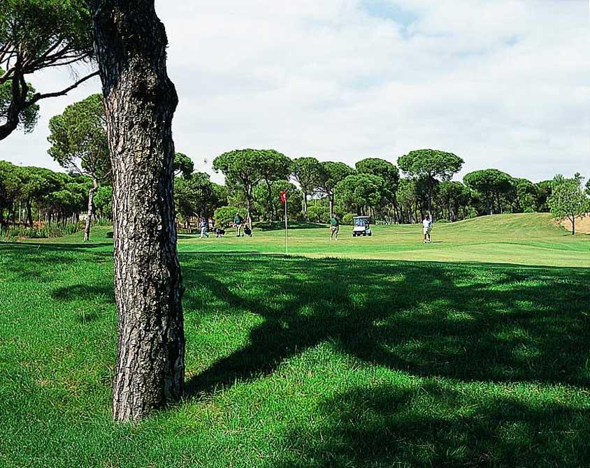 https://golftravelpeople.com/wp-content/uploads/2019/04/Nuevo-Portil-Golf-Club-2.jpg