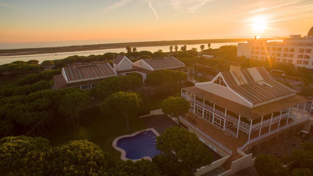 https://golftravelpeople.com/wp-content/uploads/2019/04/Nuevo-Portil-Golf-Hotel-23.jpg