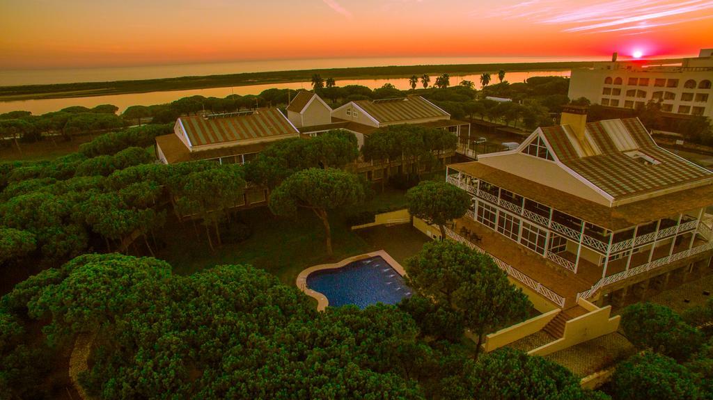 https://golftravelpeople.com/wp-content/uploads/2019/04/Nuevo-Portil-Golf-Hotel-28.jpg