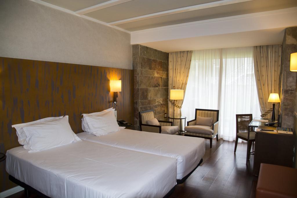 https://golftravelpeople.com/wp-content/uploads/2019/04/Nuevo-Portil-Golf-Hotel-Bedrooms-3.jpg