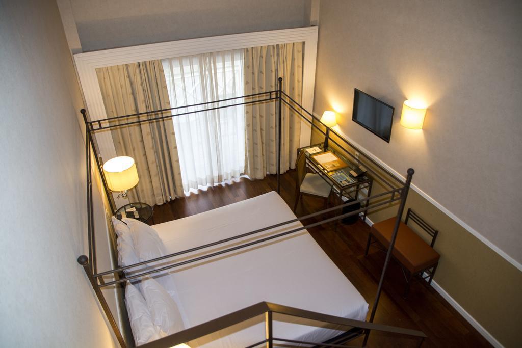https://golftravelpeople.com/wp-content/uploads/2019/04/Nuevo-Portil-Golf-Hotel-Bedrooms-8.jpg