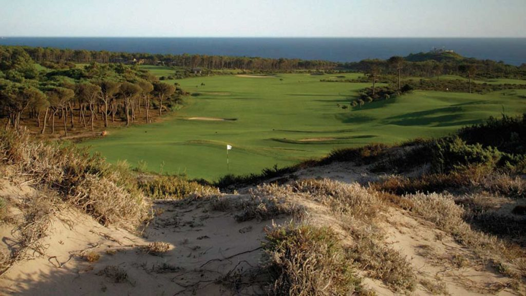 https://golftravelpeople.com/wp-content/uploads/2019/04/Oitavos-Dunes-Golf-Club-7-1024x577.jpg
