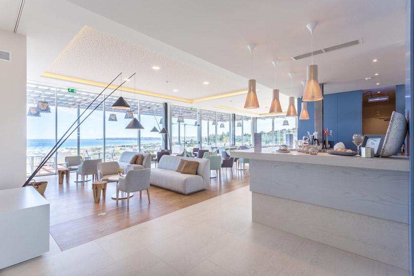 https://golftravelpeople.com/wp-content/uploads/2019/04/Onyria-Palmares-Beach-House-Hotel-New-11.jpg
