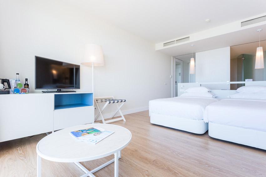 https://golftravelpeople.com/wp-content/uploads/2019/04/Onyria-Palmares-Beach-House-Hotel-New-12.jpg