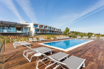 https://golftravelpeople.com/wp-content/uploads/2019/04/Onyria-Palmares-Beach-House-Hotel-New-18-400x267.jpg
