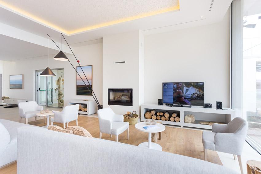 https://golftravelpeople.com/wp-content/uploads/2019/04/Onyria-Palmares-Beach-House-Hotel-New-5.jpg