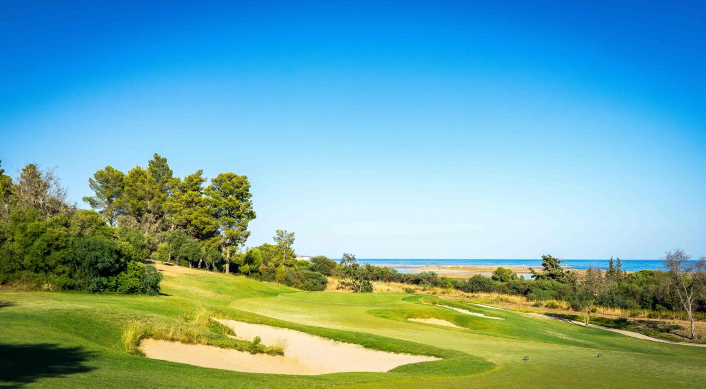 https://golftravelpeople.com/wp-content/uploads/2019/04/Onyria-Palmares-Golf-Club-Lagos-Algarve-Portugal-13-min-1024x565.jpg