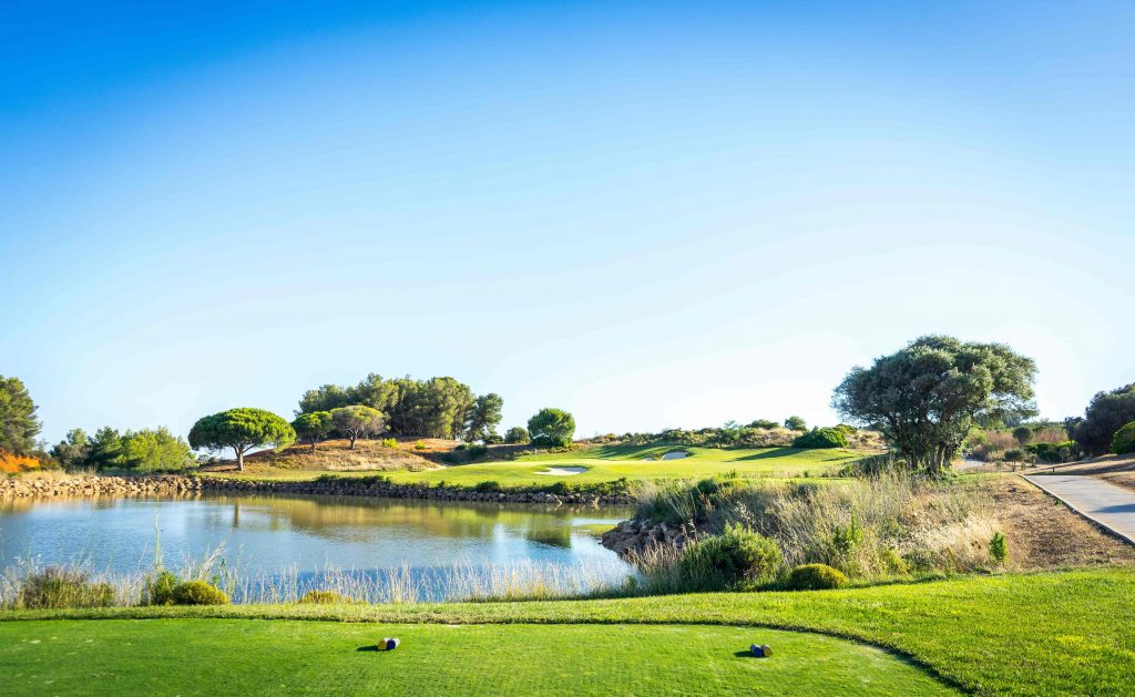 https://golftravelpeople.com/wp-content/uploads/2019/04/Onyria-Palmares-Golf-Club-Lagos-Algarve-Portugal-14-min-1024x629.jpg