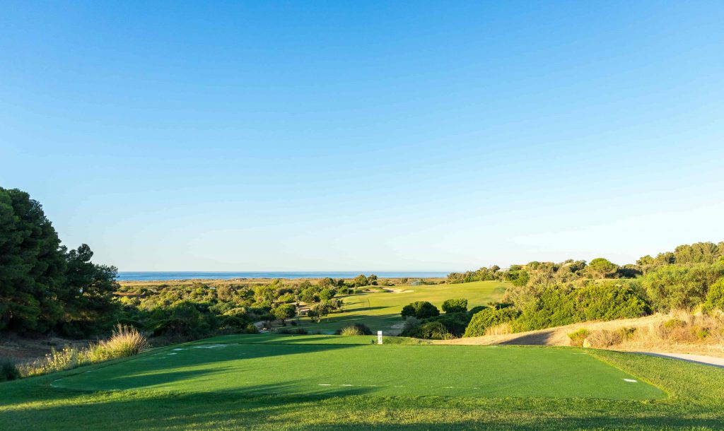 https://golftravelpeople.com/wp-content/uploads/2019/04/Onyria-Palmares-Golf-Club-Lagos-Algarve-Portugal-15-min-1024x610.jpg