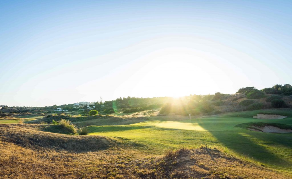 https://golftravelpeople.com/wp-content/uploads/2019/04/Onyria-Palmares-Golf-Club-Lagos-Algarve-Portugal-19-min-1024x629.jpg