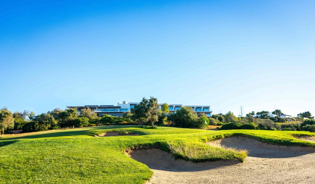 https://golftravelpeople.com/wp-content/uploads/2019/04/Onyria-Palmares-Golf-Club-Lagos-Algarve-Portugal-21-min-1024x600.jpg