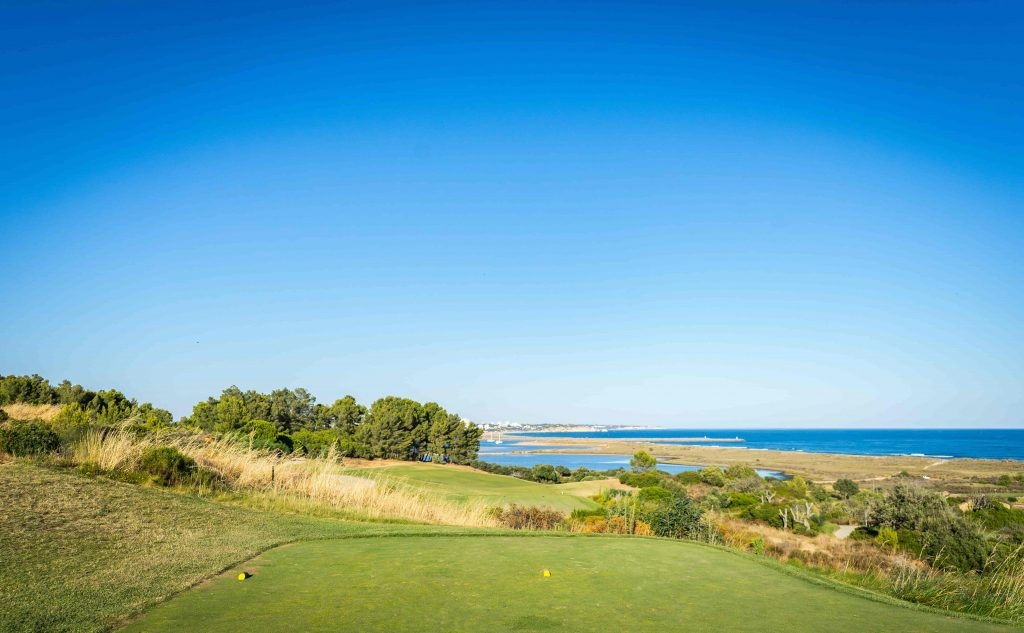 https://golftravelpeople.com/wp-content/uploads/2019/04/Onyria-Palmares-Golf-Club-Lagos-Algarve-Portugal-26-min-1024x633.jpg