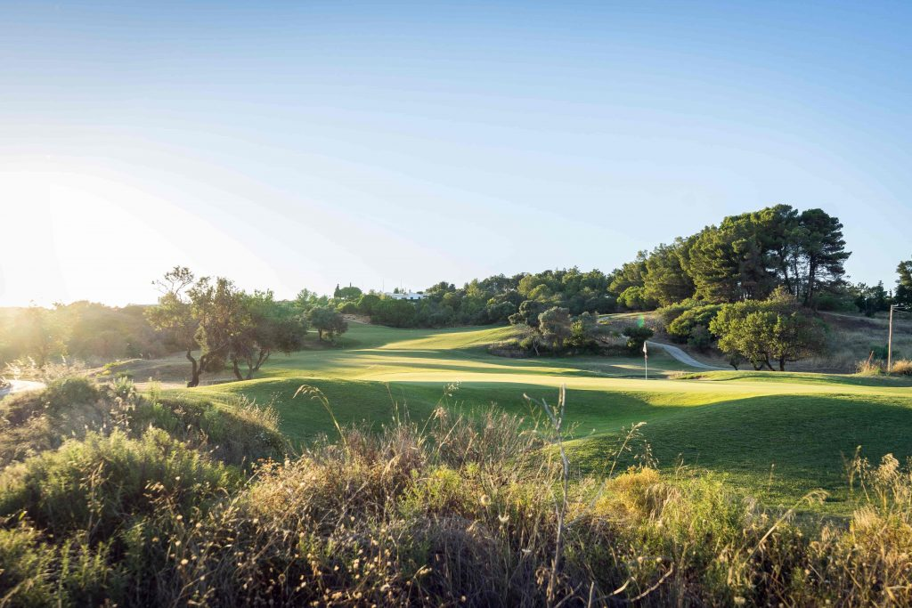 https://golftravelpeople.com/wp-content/uploads/2019/04/Onyria-Palmares-Golf-Club-Lagos-Algarve-Portugal-27-min-1024x683.jpg