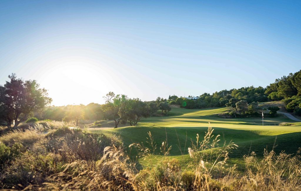https://golftravelpeople.com/wp-content/uploads/2019/04/Onyria-Palmares-Golf-Club-Lagos-Algarve-Portugal-29-min-1024x650.jpg