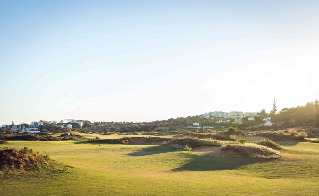 https://golftravelpeople.com/wp-content/uploads/2019/04/Onyria-Palmares-Golf-Club-Lagos-Algarve-Portugal-39-min-1024x629.jpg