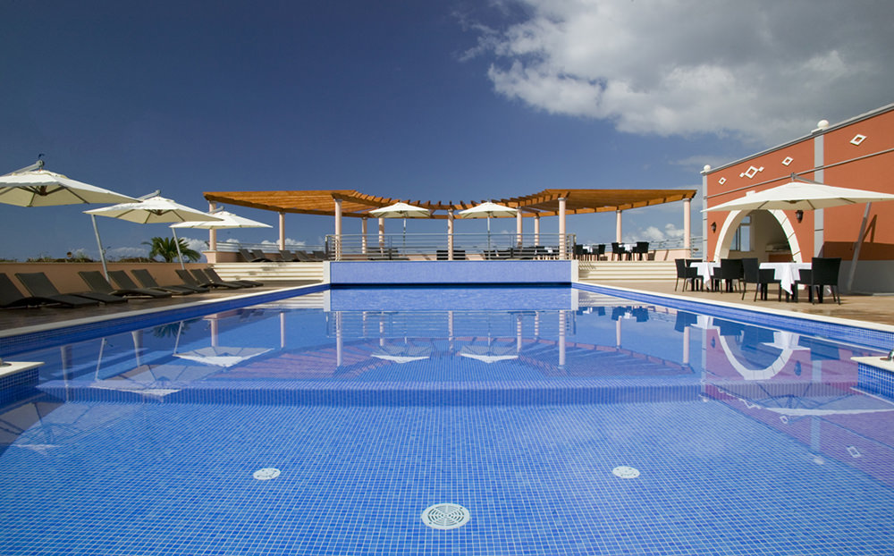 https://golftravelpeople.com/wp-content/uploads/2019/04/Palheiro-Village-Villas-and-Apartments-Madeira-16.jpg