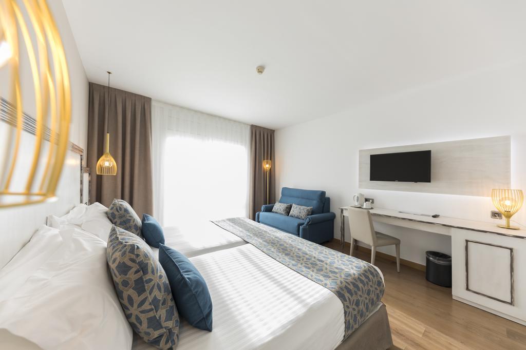 https://golftravelpeople.com/wp-content/uploads/2019/04/Park-Hotel-San-Jorge-Spa-Bedrooms-6.jpg