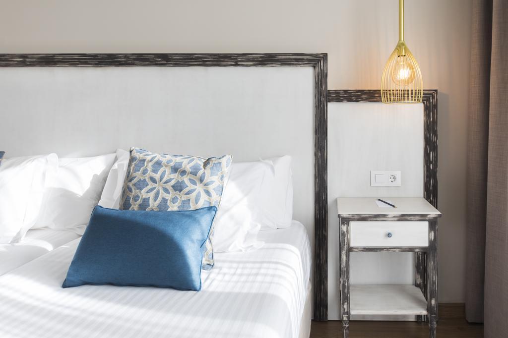https://golftravelpeople.com/wp-content/uploads/2019/04/Park-Hotel-San-Jorge-Spa-Bedrooms-7.jpg
