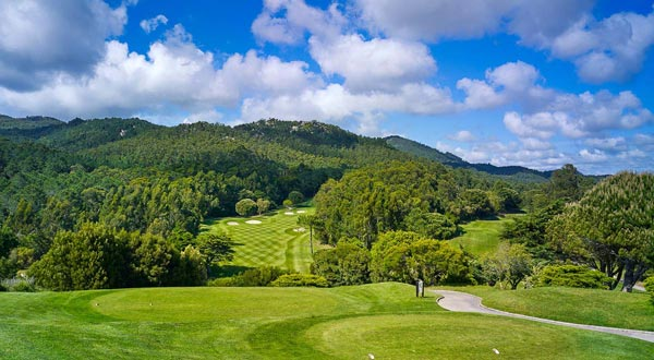 https://golftravelpeople.com/wp-content/uploads/2019/04/Penha-Longa-Golf-Club-160715-2.jpg