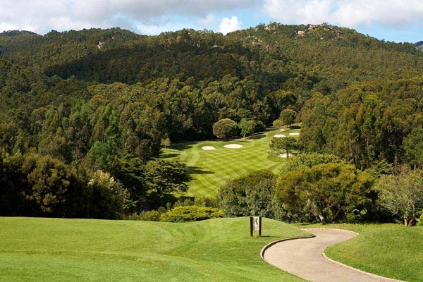 https://golftravelpeople.com/wp-content/uploads/2019/04/Penha-Longa-Golf-Club-160715-5.jpg