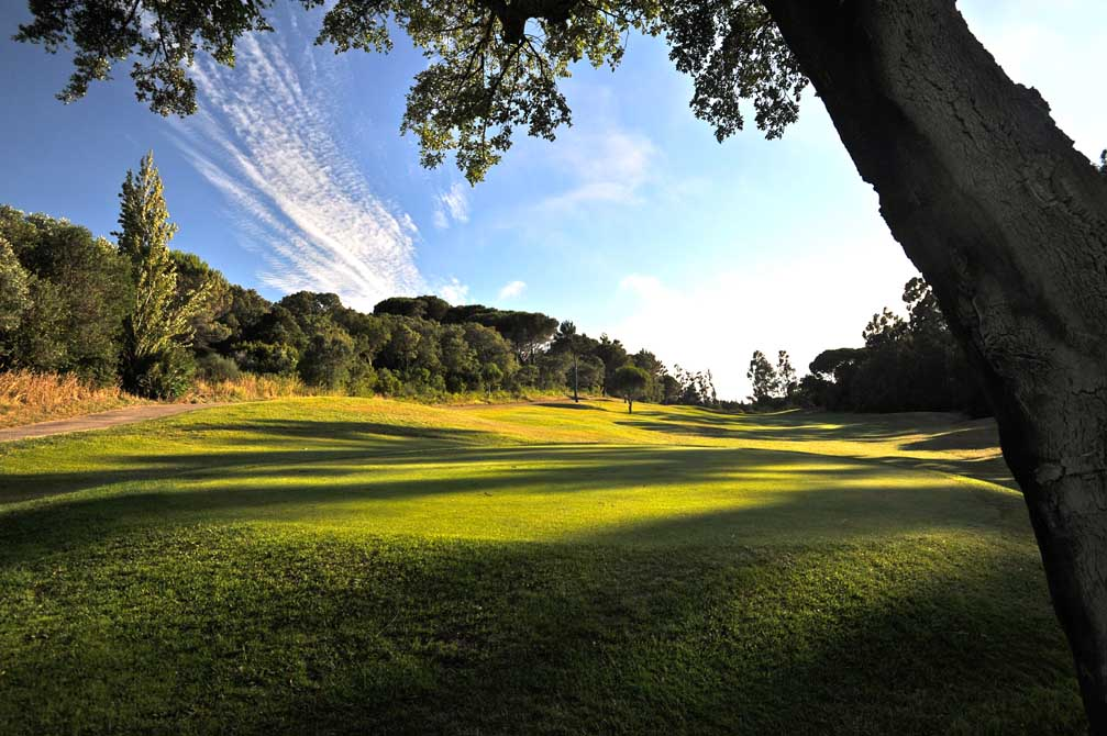 https://golftravelpeople.com/wp-content/uploads/2019/04/Penha-Longa-Golf-Club-9.jpg