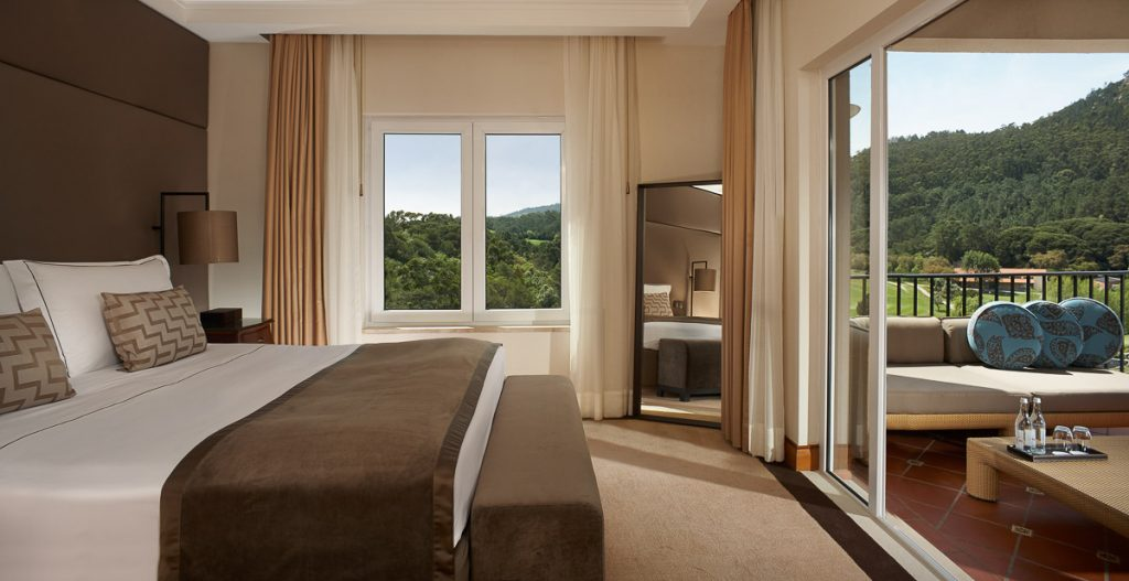 https://golftravelpeople.com/wp-content/uploads/2019/04/Penha-Longa-Resort-Bedrooms-160715-5-1024x527.jpg