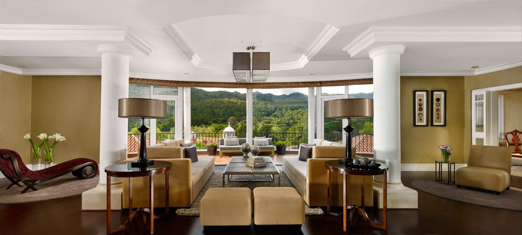 https://golftravelpeople.com/wp-content/uploads/2019/04/Penha-Longa-Resort-Imperial-Suite-1024x461.jpg