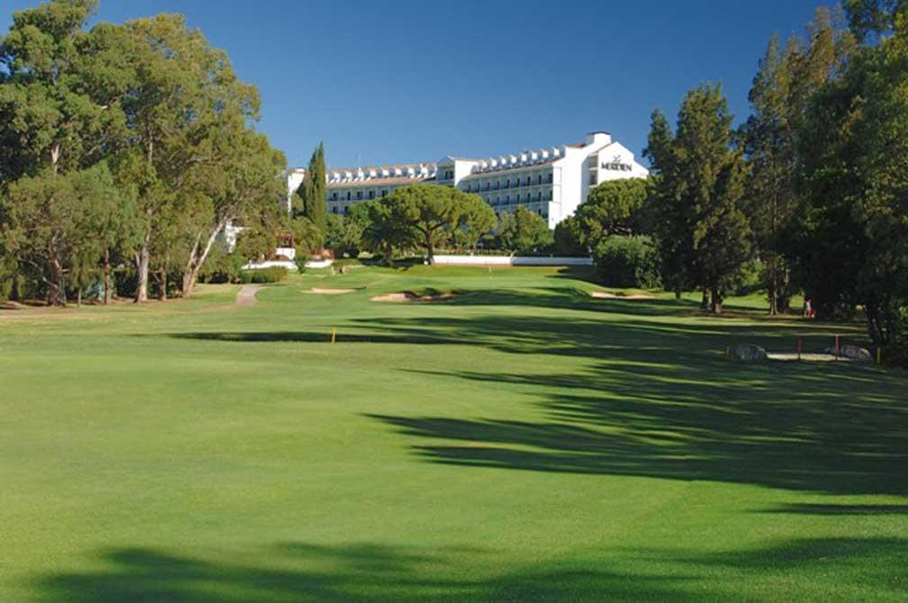 https://golftravelpeople.com/wp-content/uploads/2019/04/Penina-Golf-Cub-2.jpg