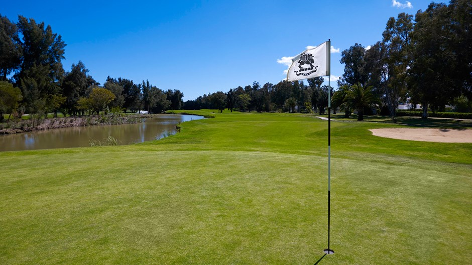 https://golftravelpeople.com/wp-content/uploads/2019/04/Penina-Golf-Resort-Henry-Cotton-Championship-Course-12.jpg