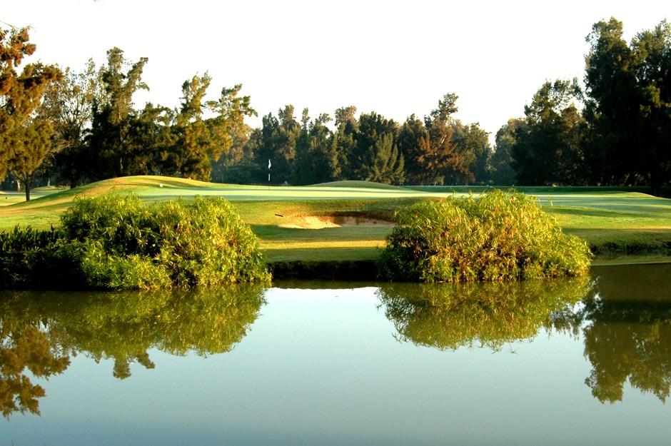 https://golftravelpeople.com/wp-content/uploads/2019/04/Penina-Golf-Resort-Henry-Cotton-Championship-Course-4.jpg