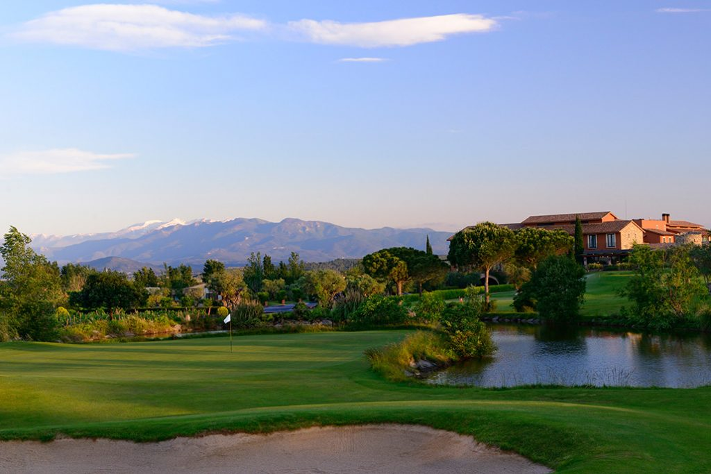 https://golftravelpeople.com/wp-content/uploads/2019/04/Peralada-Golf-Club-11-1024x683.jpg